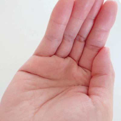 リントプラスブースターセラムを手のひらに出した,画像